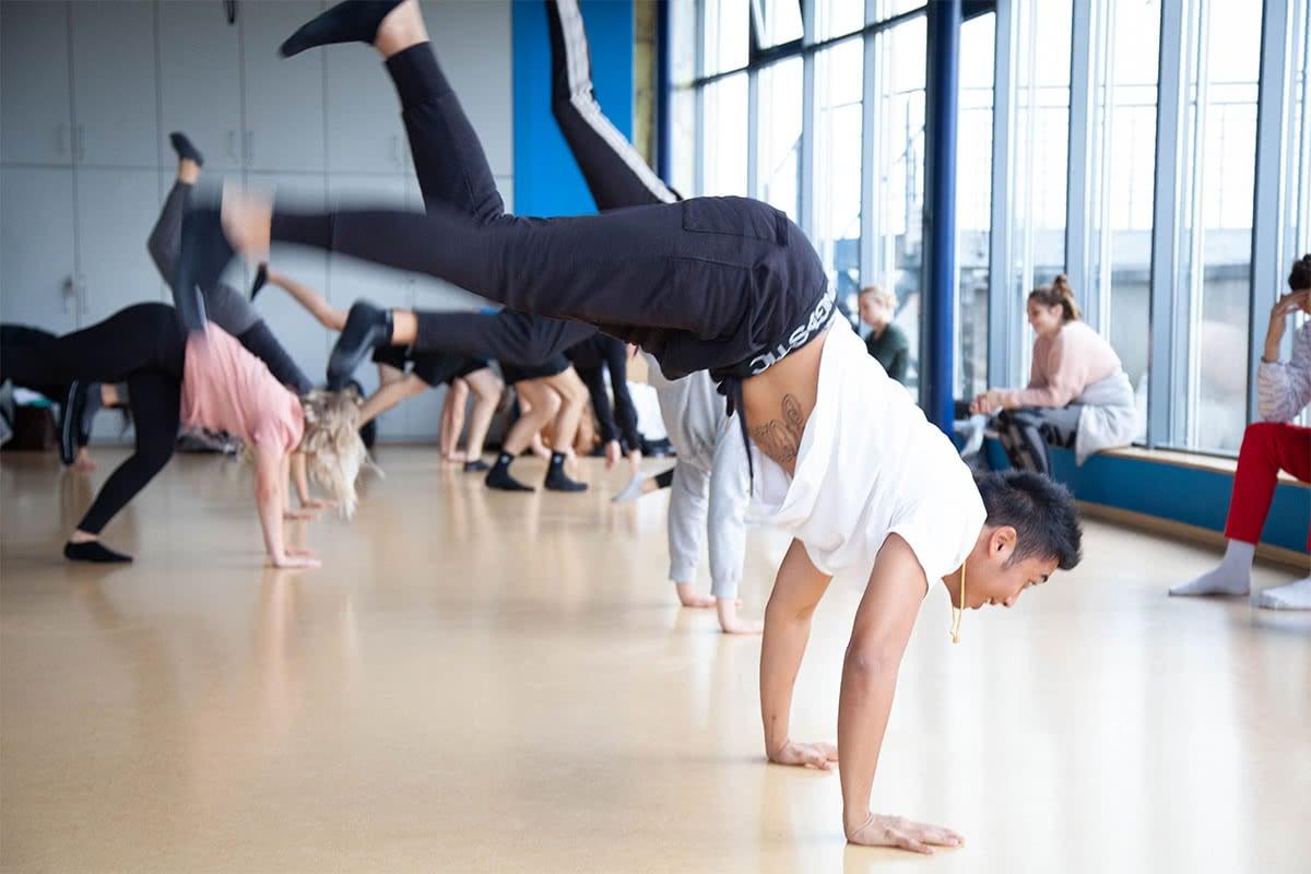 Schüler beim Tanzunterricht